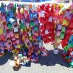 Paper chain links of various colors.